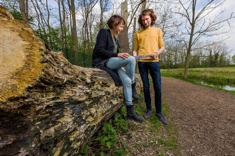 Historici Linde De Vroey en Hannes Delanoeije werkten een boeiend luisterspel uit voor een ontdekkingstocht door het Mechels Broek.