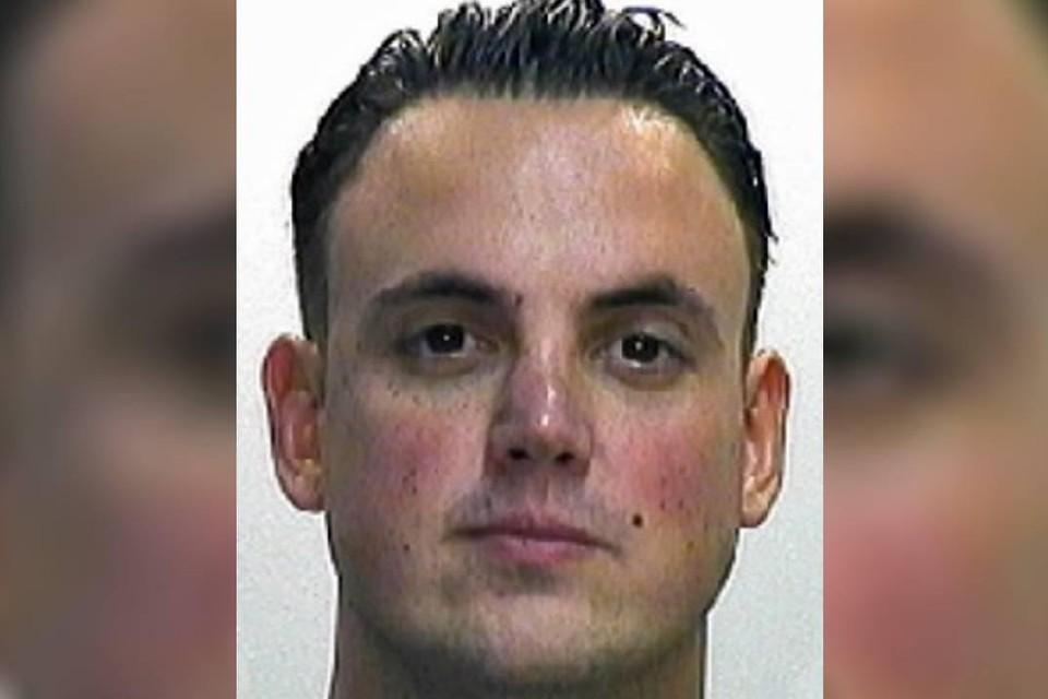 Flor Bressers wordt gezocht in verschillende grote drugsonderzoeken en is veroordeeld tot vier jaar gevangenisstraf.
