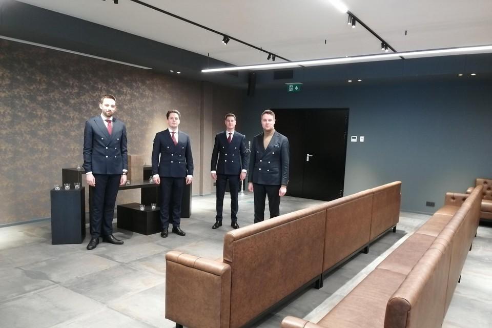 Rik Cornelis (rechts) met zijn medewerkers Jef, Jens en Len in de nieuwe afscheidsaula.