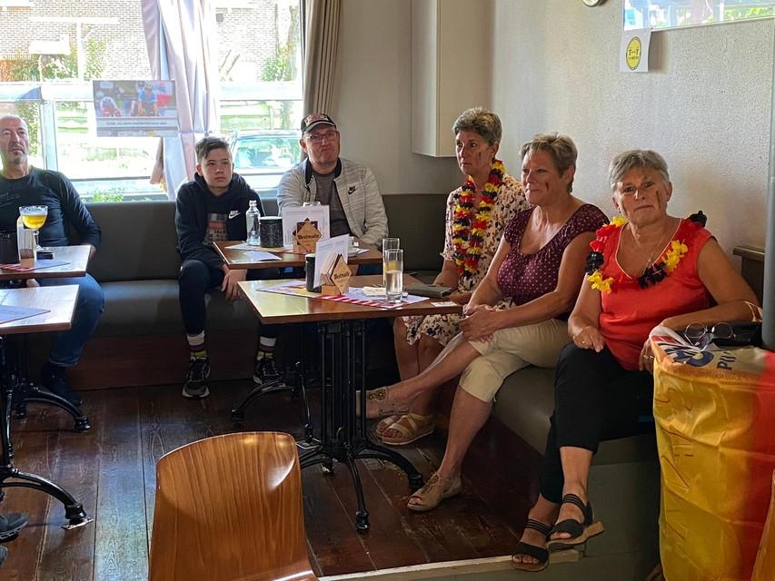 De fans van Wout van Aert hadden zich uitgedost in de Belgische driekleur.