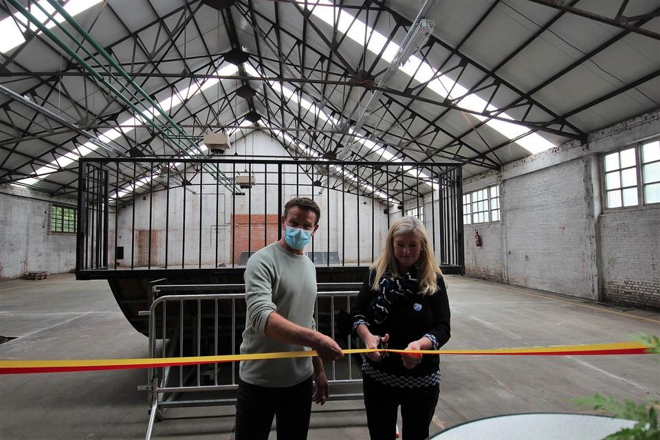 Schepenen Koen Dehaen en Ilse Lacante openen het skatepark.