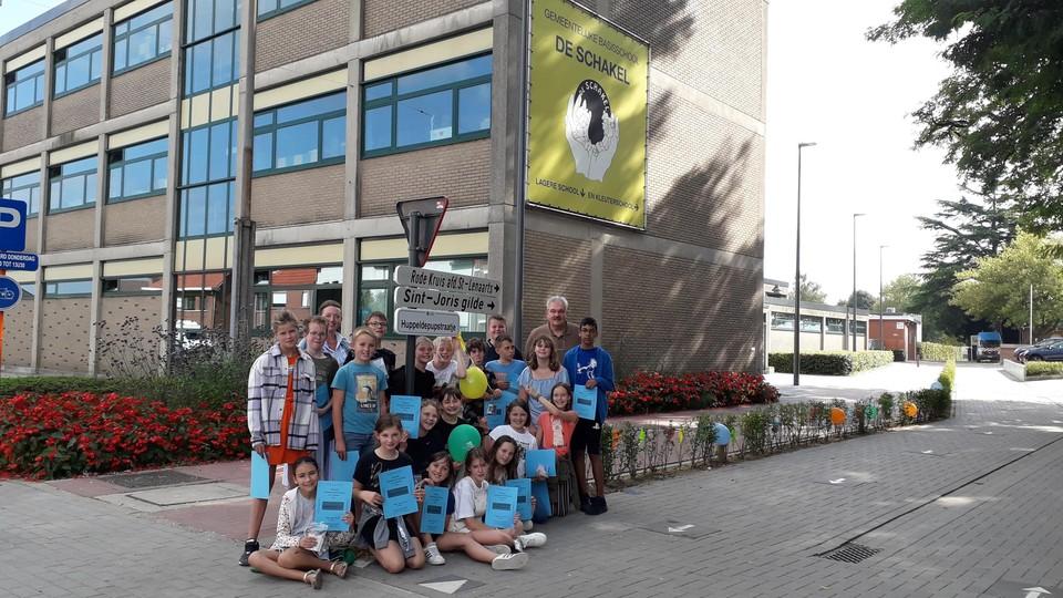 De nieuwe toegangsweg naar GBS De Schakel heeft nu ook een naam: Huppeldepupstraatje.