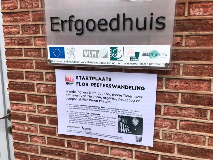 De startplaats van de Flor Peeterswandeling aan het Erfgoedhuis in Tielen.