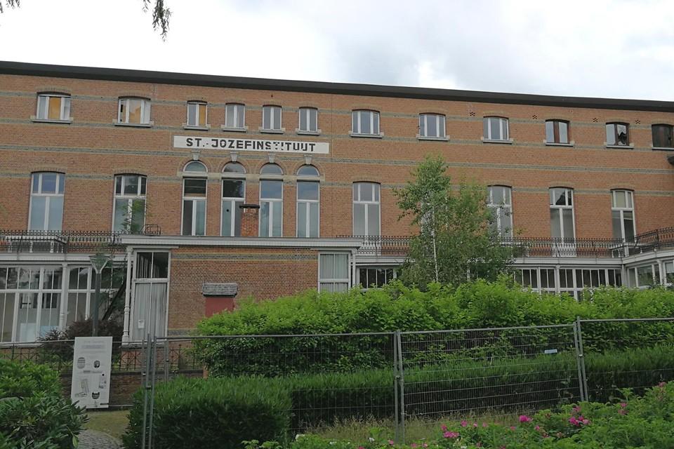 De beeldbepalende klassengang aan de zijde van het Begijnhof wordt in het woonproject De Gaanderij opgeknapt, om er twaalf appartementen onder te brengen.