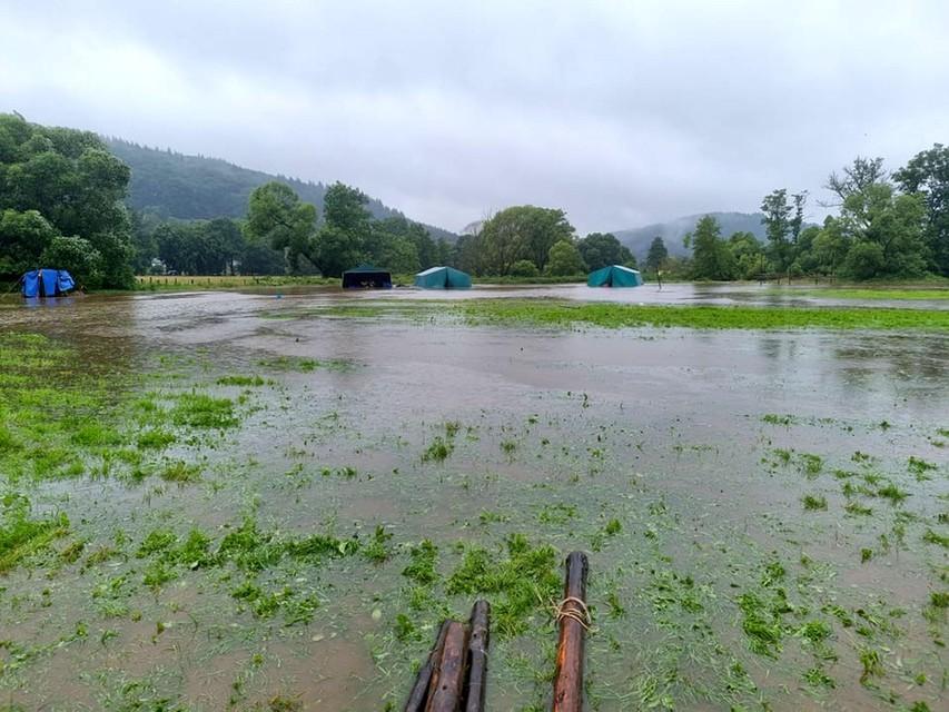 Alle tenten zijn weggespoeld door de stroming.
