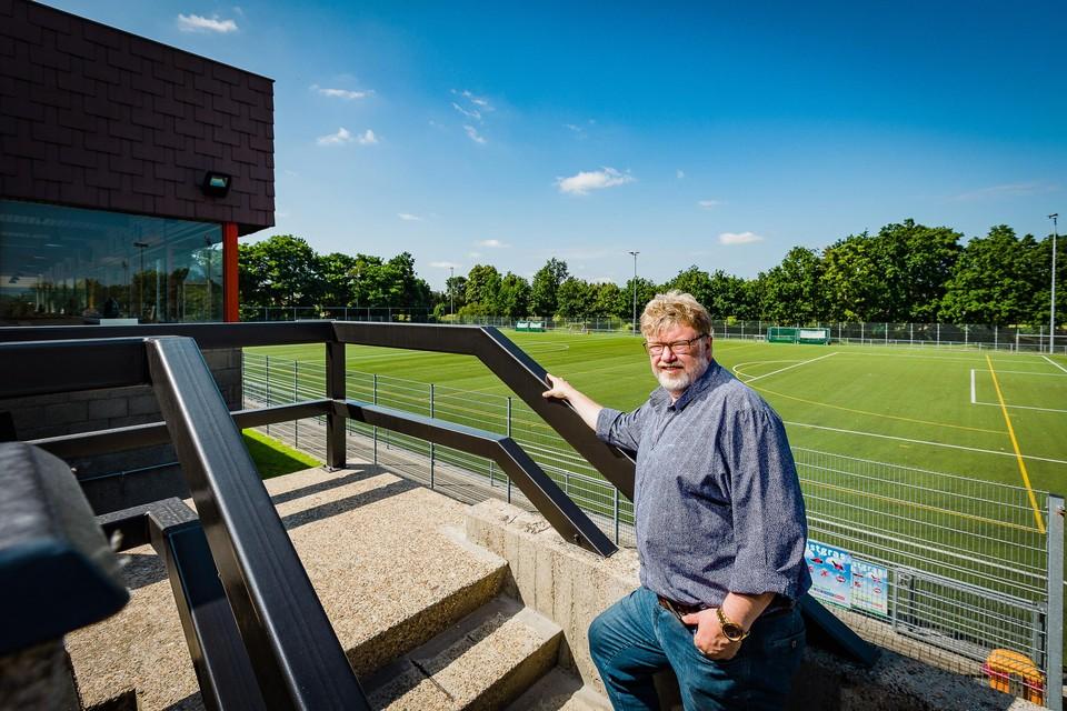 """""""NEO Hockey wil op de plek van het huidige veld een nieuw waterveld realiseren"""", zegt voorzitter Peter Queeckers."""