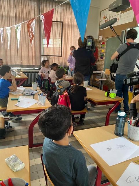 Een cameraploeg kwam de klas van meester Hannes filmen tijdens de bekendmaking.