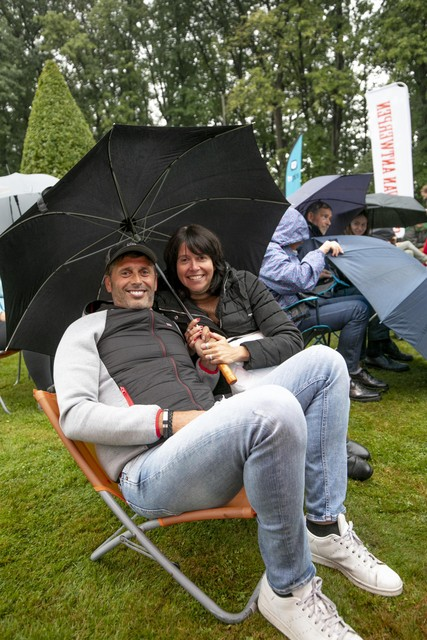 Rob Menten en Chris Op de Beeck laten zich niet afschrikken door een beetje regen.