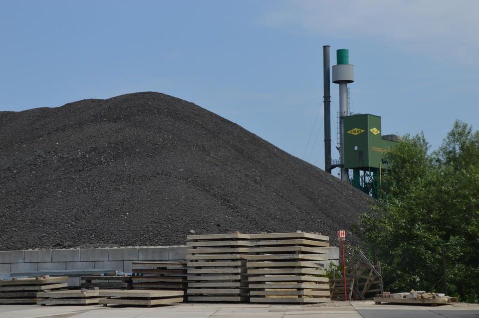 De asfaltinstallaties van Colas.