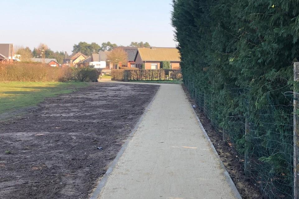 Het vernieuwde paadje tussen de Veldstraat en het sportcentrum Balsakker in Lille is ook een trage weg.
