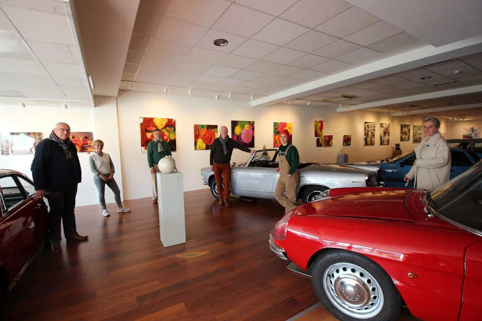 De bestuurders van 2GO vzw en de kunstenaars zetten zich in voor 'kanszoekende' jongeren.