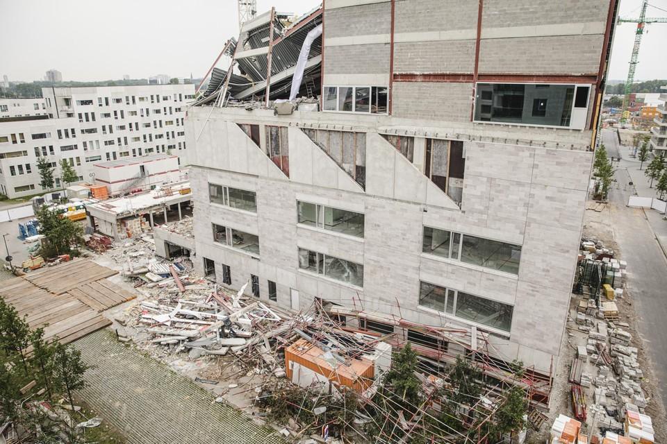 Het deels ingestorte schoolgebouw in Nieuw Zuid.