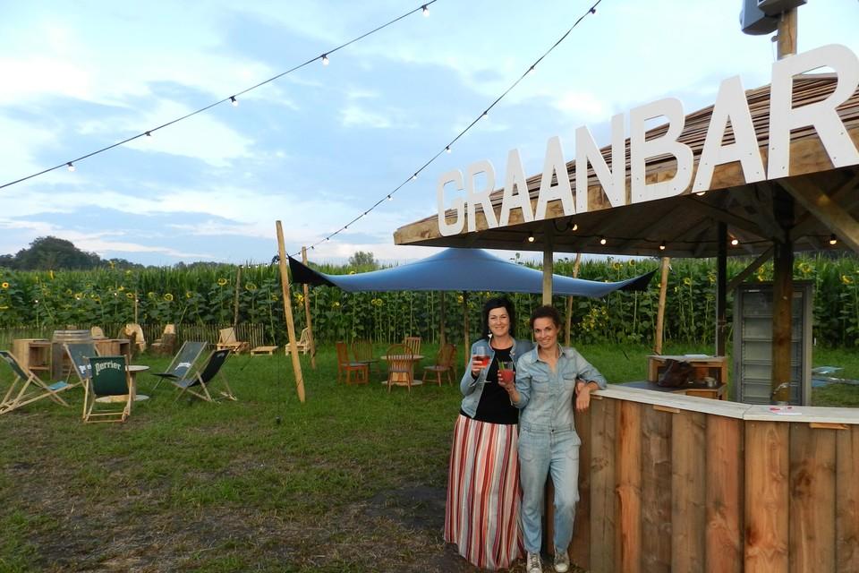 Yvonne en Hanne hebben de Graanbar sfeervol ingericht.