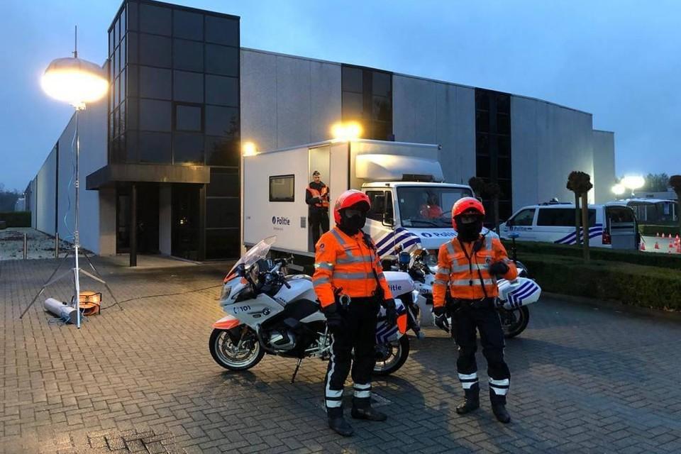 De politie van de zone Kempen Noord-Oost vatte post aan de grensovergang in Poppel.