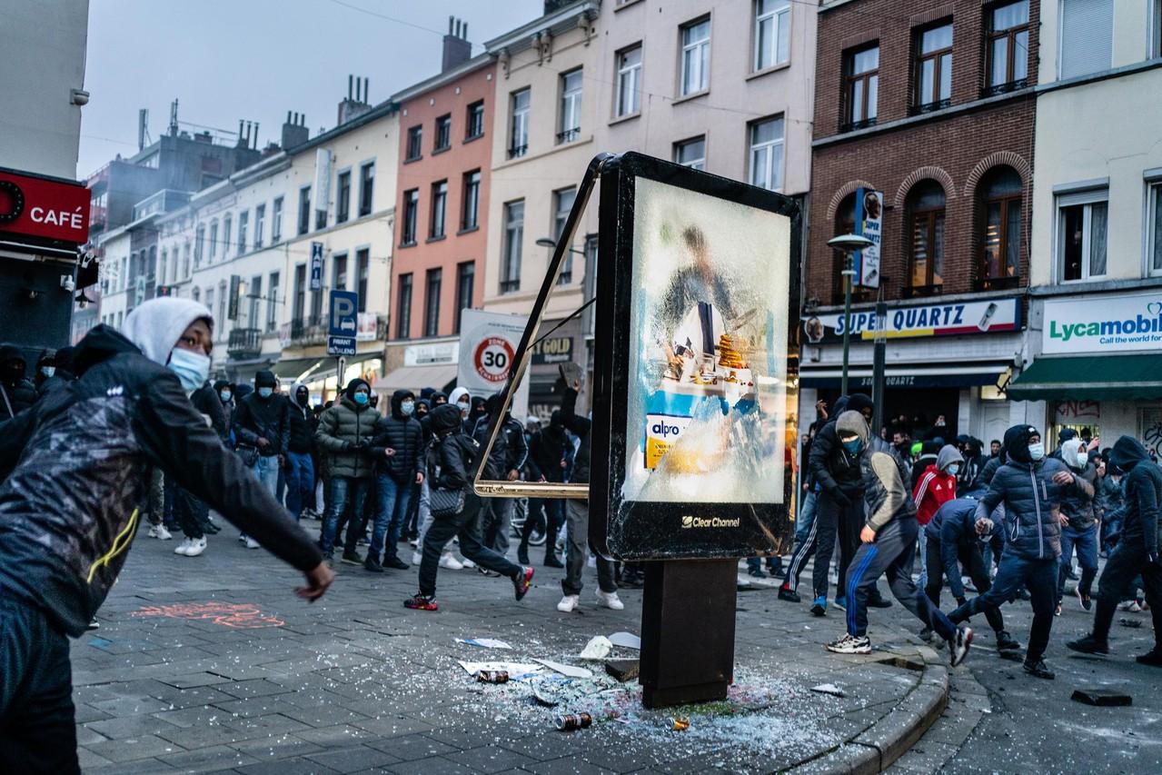 Zware balans na rellen in Brussel: 15 politieagenten gewond - Gazet van Antwerpen Mobile