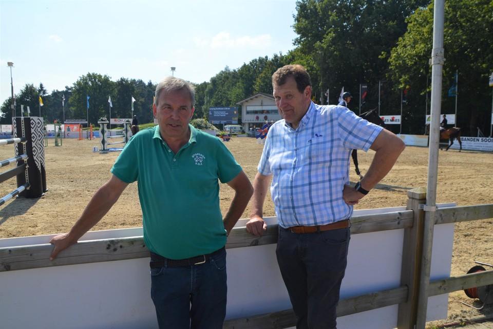 Gust Lenaerts en Kris Keersmaekers naast de springpiste, allebei zijn ze al jarenlang mee trekpaarden van Jumping Zandhoven.