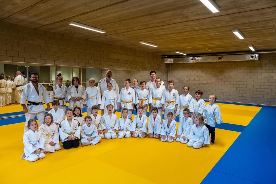 De groep jonge judoka's die traint in Niel.