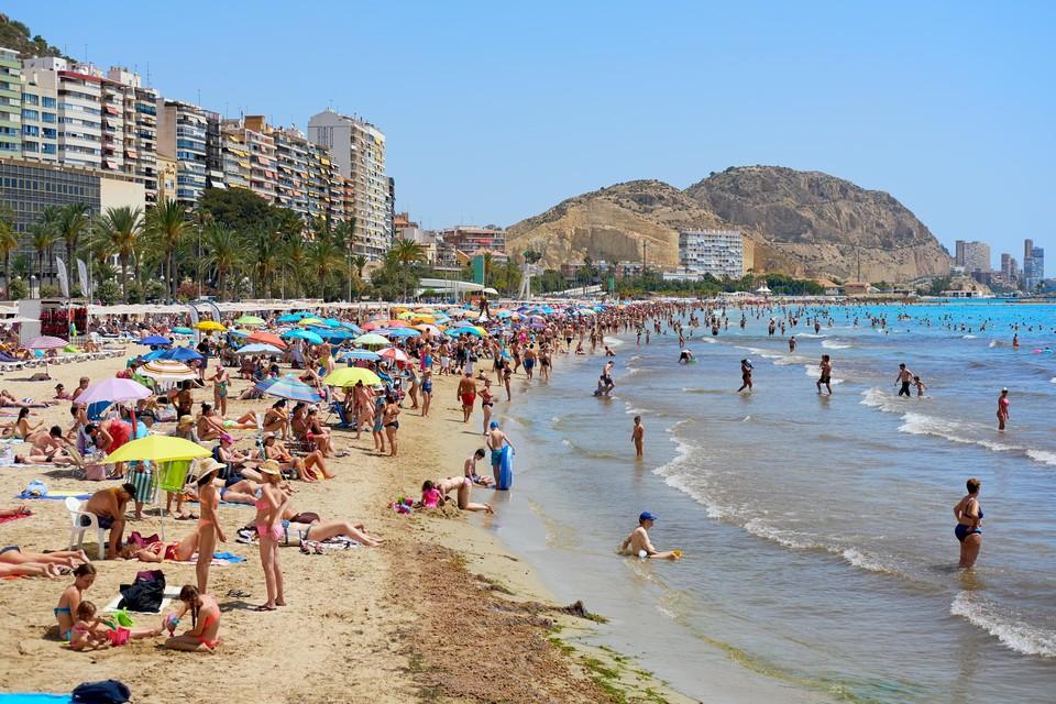 Uitrusten op een zonnig strand in Spanje? Geen goed idee.