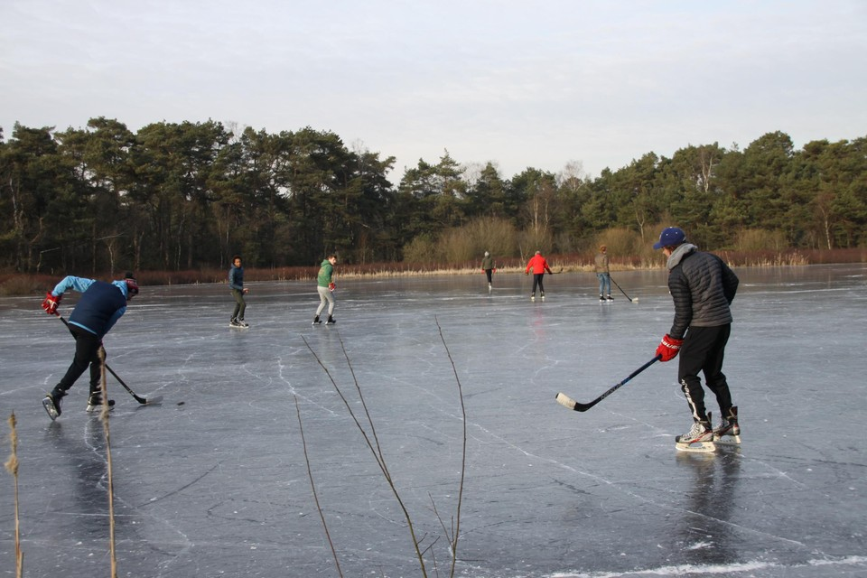 Een partijtje ijshockey in het Lavendelven, zoals een paar jaar geleden, zal er deze week waarschijnlijk niet inzitten.