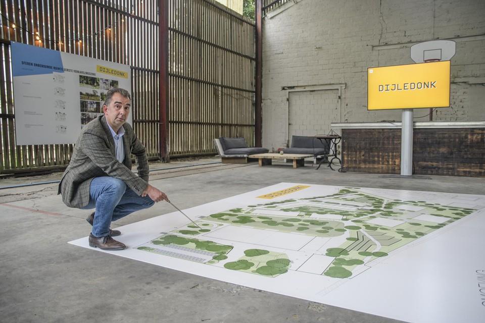 Managing partner Peter Breesch van Cogiva bij het groenplan.