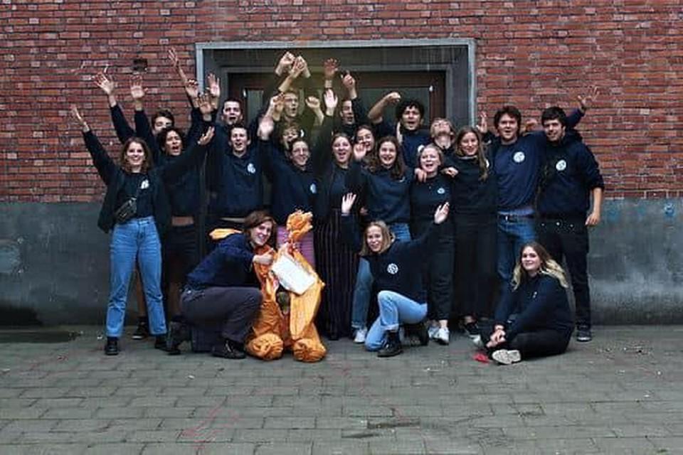 Een groepsfoto van enkele jaren geleden van de leiding in de lokalen. De KSA heeft momenteel 170 leden.