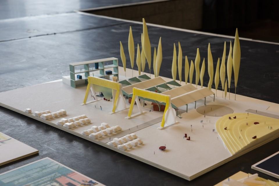 In de conceptstudie van Spoor Oost is er plaats voor enkele hangars van de Scheldekaaien met de gele kranen als uitzichtspunt met in de zomer een watergordijn.