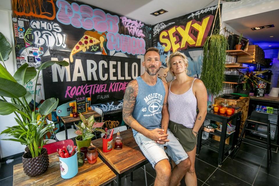 Het gaat Seb en Charlie voor de wind met hun pizzarestaurant Marcello.