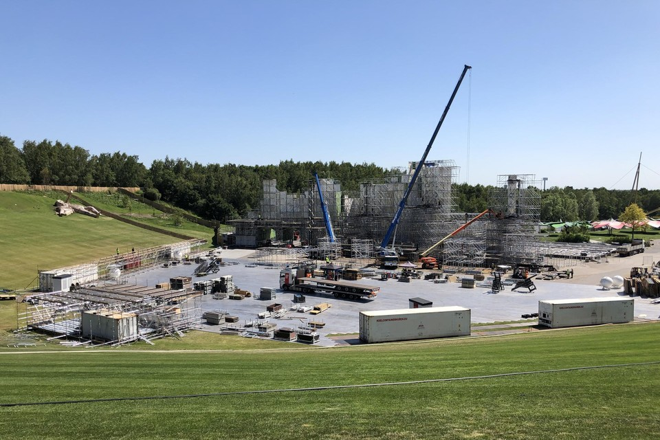 Stageco tijdens de opbouw van Tomorrowland in 2019.