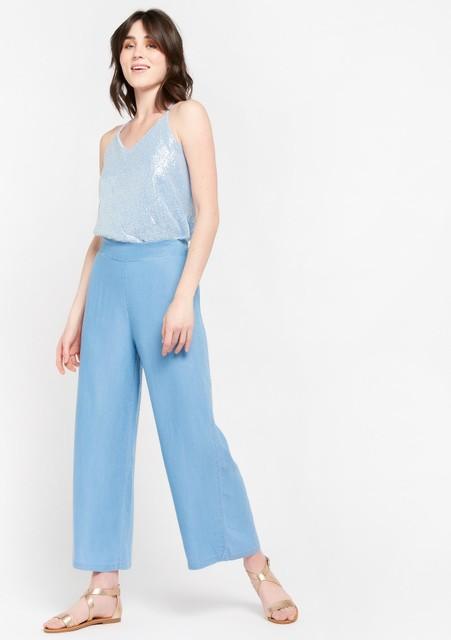 Top, 35,99 euro. Pantalon, 35, 99 euro.