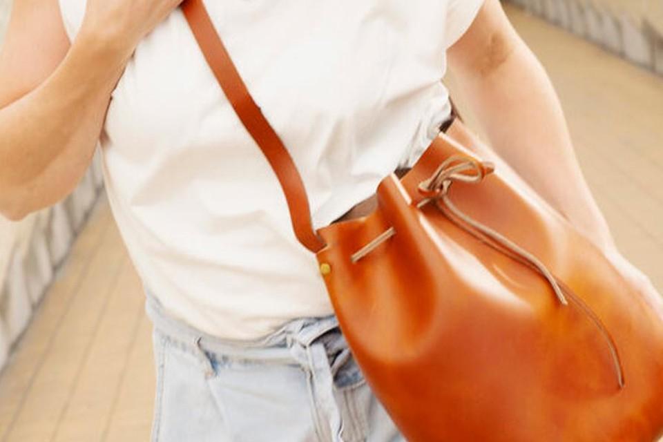 DIY-pakket voor je eigen bucket bag - Aesaert - 90 euro. Ook beschikbaar om je eigen heuptasje of kindrboekentas te maken. / www.lederworkshop.be
