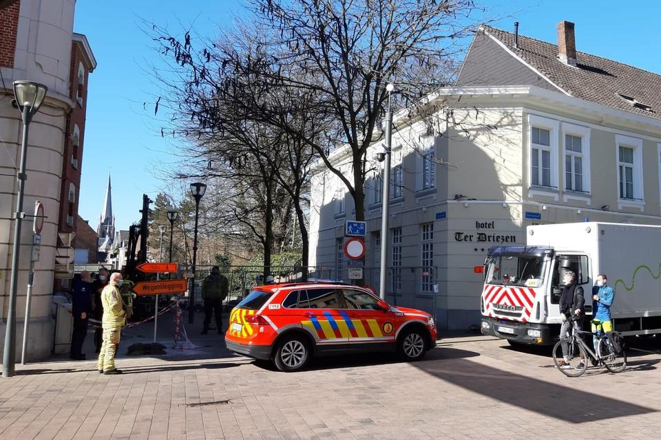 Op de andere hoek van de Herentalsstraat en de Driezenstraat bevindt zich Hotel Ter Driezen.