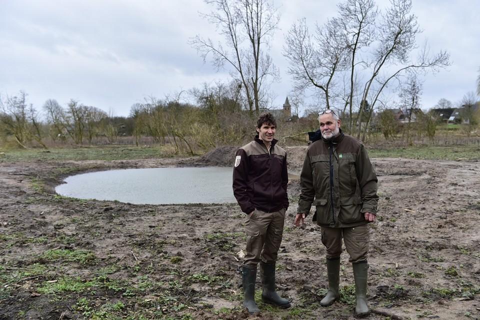 Boswachter Hans Van Praet (rechts) en Wim De Maeyer.