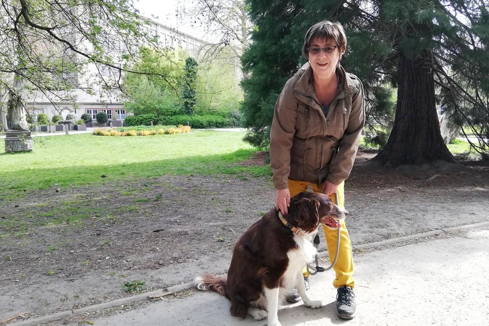 Anita Van Camp komt meermaals per dag in de Kruidtuin wandelen met haar honden.