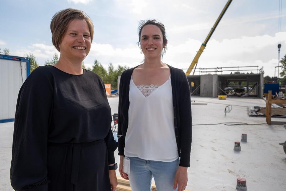 Dokter Daniëlle van de Merwe en diensthoofd Eleni Van Looy bij de toekomstige nieuwbouw van TheA.