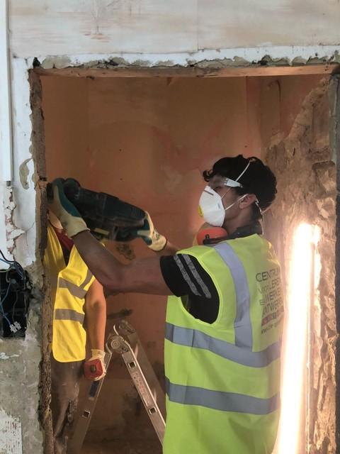Mohammed is hard aan het werk in Trooz