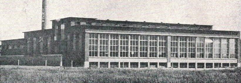 De eerste versie van de melkfabriek Inza kort na de bouw in 1954.