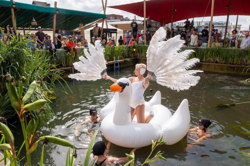 Waterballet op het Babelfestival