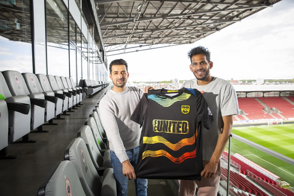 """Mo Messoudi en Faris Haroun: """"Wij draaien al een hele tijd mee in de voetbalwereld. Het is best wel frustrerend dat we nog altijd over racisme moeten praten."""""""
