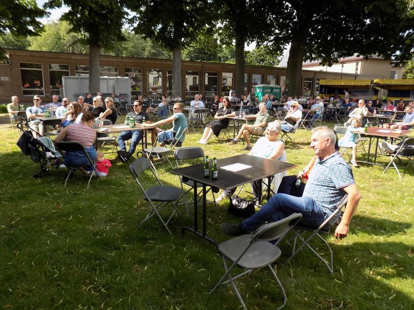 Het publiek genoot in Vosselaar van de artiesten en van het zonnetje.