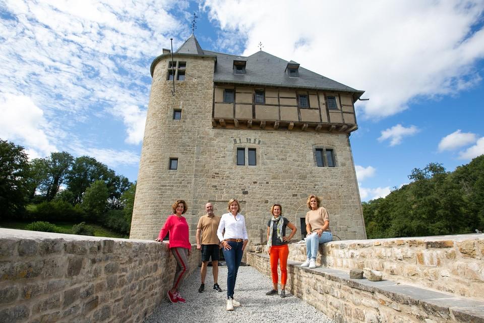 Raymond en zijn zussen Else-Marie, Karien, Irene en Suzan de Bever. Felix en Lief waren er niet toen wij Crupet bezochten.