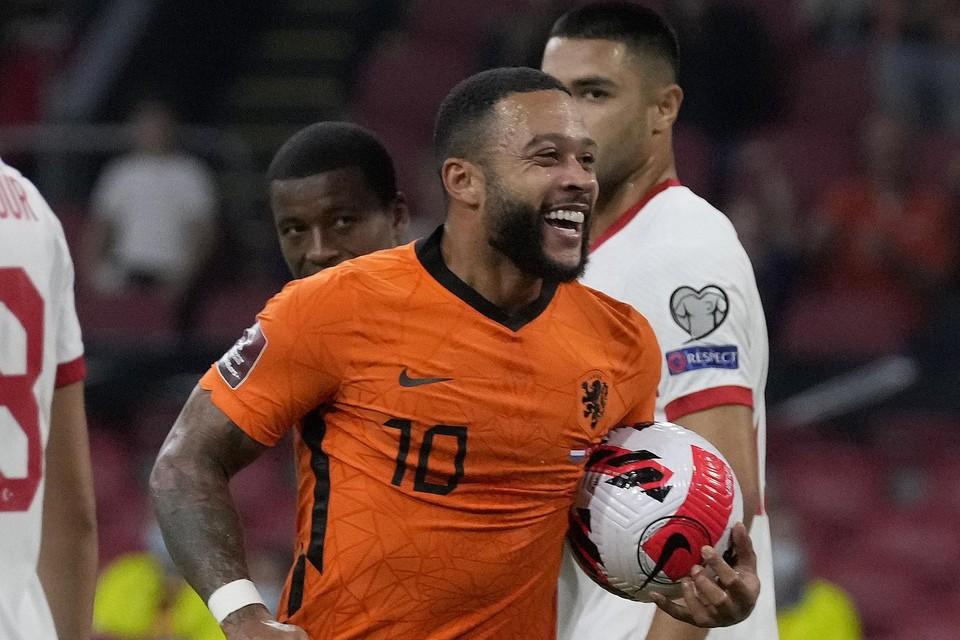 Depay scoorde een hattrick tegen Turkije en mag de wedstrijdbal dus mee naar huis nemen.