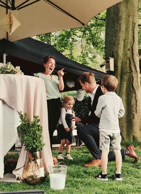 Jeroen en Tine met hun kinderen Mats en Flore.