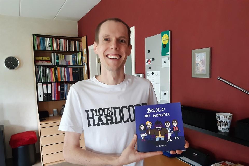 Filosoof en poetsman Jan De Winter presenteert het boek .
