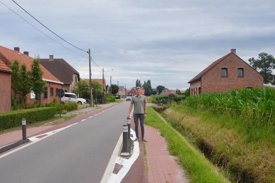 Schepen Van Looveren in de Baan waar een gescheiden riolering wordt aangelegd.