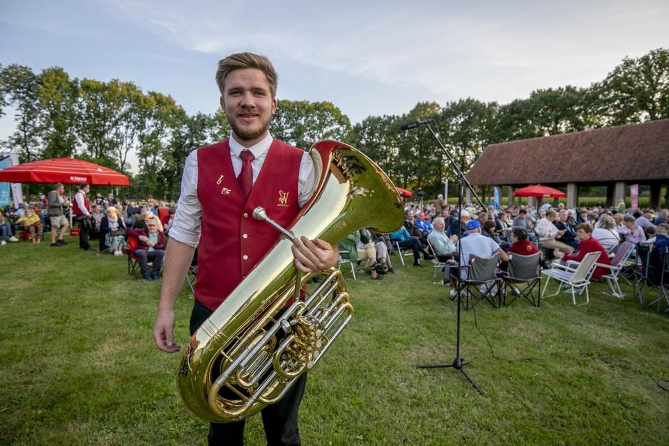 Bastubaspeler Ben Verlinden van fanfare SW.