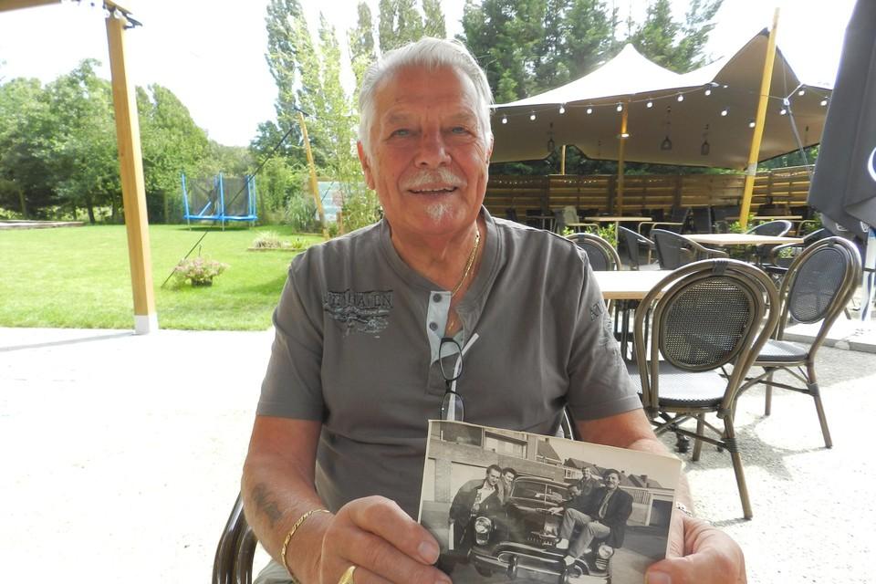 Rik Verstrepen toont een foto uit de beginperiode van Rock Café.