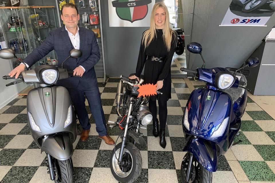 Zaterdag heropenden nieuwe uitbaters Kevin en Sarita Ruet de bekende bromfietszaak 2Wheelsshop op de Dendermondsesteenweg 58.