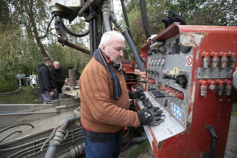 Eddy Van Casteren uit Ramsel doet al 47 jaar putboringen.