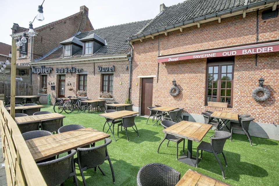 Het terras van Oud Balder telt een vijftigtal plaatsen.