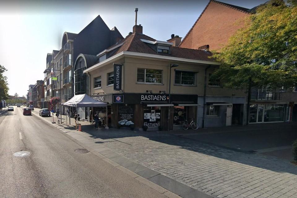 Op 3 augustus wordt de natuursteen in de Edmond Van Hoofstraat hersteld.